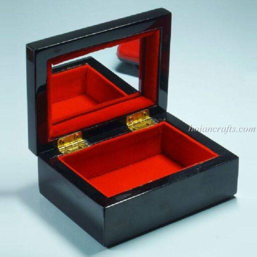 Lacquer box 18