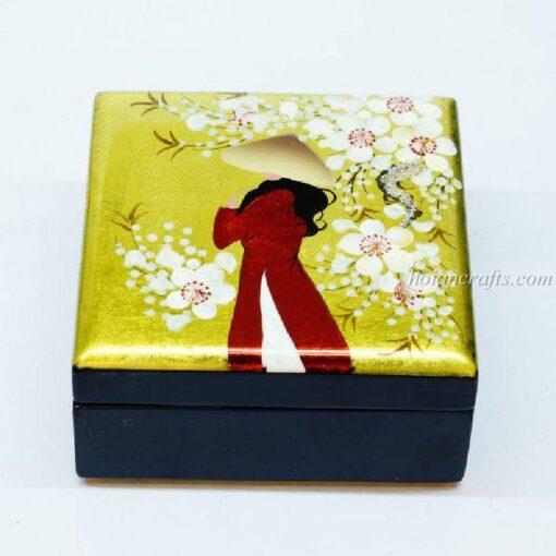 Lacquer box 28